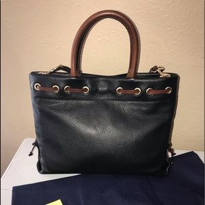 Dooney & Bourke Bags - New Dooney & Bourke Wakefield Tassel Tote Black ♥️